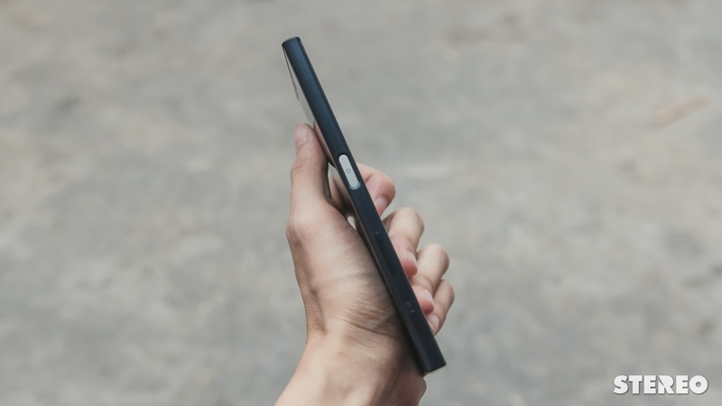 """Trên tay Xperia XZ chính hãng: Máy tốt, giá """"thơm"""" thì còn gì bằng?"""
