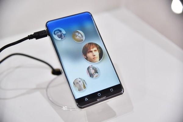Ngắm concept điện thoại màn hình bo cong độc lạ của Sharp