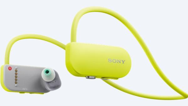 Sony ra mắt tai nghe kiêm máy nghe nhạc Smart B-Trainer SSE-BTR1