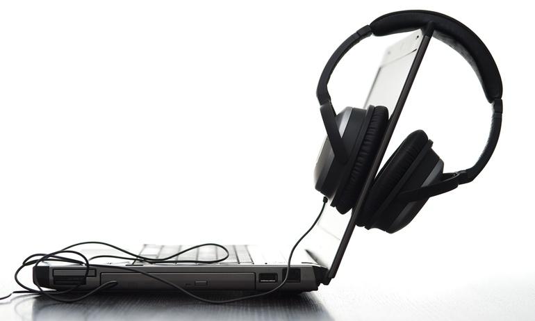 Webcam thôi chưa đủ, hacker có thể trộm thông tin qua tai nghe nữa!