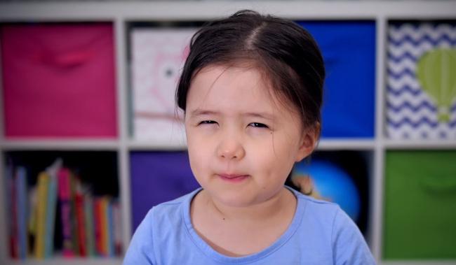 """Hóm hỉnh và sâu sắc, bé 4 tuổi """"dạy"""" cách đối mặt với rắc rối cho năm mới"""