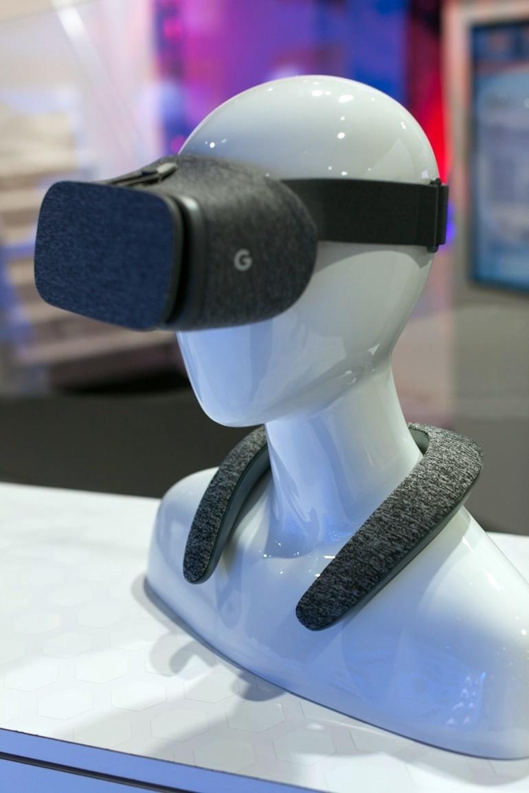 [CES 2017] Harman ra mắt dòng loa di động đeo cổ JBL Soundgear