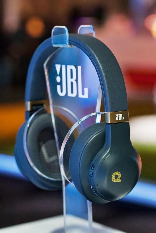 [CES 2017] Harman ra mắt tai nghe JBL E55BT Quincy Jones Edition, giá dự kiến 4,6 triệu đồng
