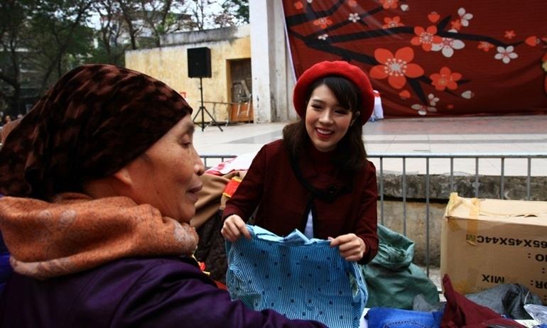 Phiên chợ Tết 0 đồng ý nghĩa cho người nghèo tại Hà Nội