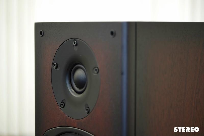 Castle Acoustics Knight 5: chất mộc mạc quyến rũ từ Anh Quốc