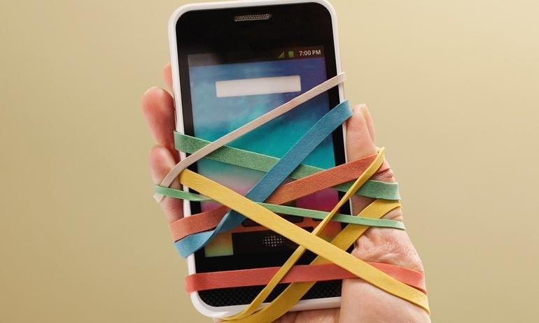 """""""Bứt rứt khi rời xa, thỏa mãn khi chạm vào"""", vì sao smartphone lại gây nghiện đến vậy?"""