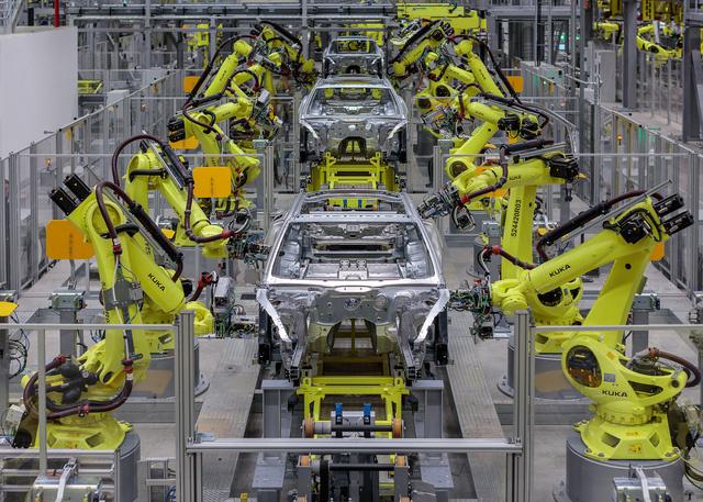 Mãn nhãn với tour khám phá nhà máy sản xuất xe sang Porsche