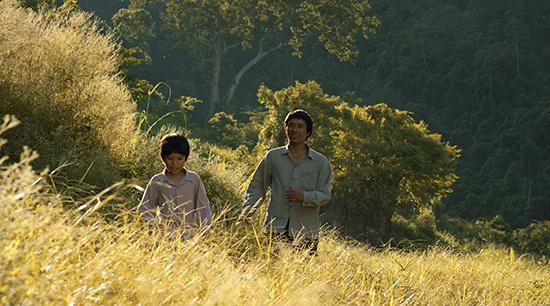 Đạo diễn bộ phim 18 tỉ Cha Cõng Con bất ngờ trả lại bằng khen của Cánh Diều Vàng