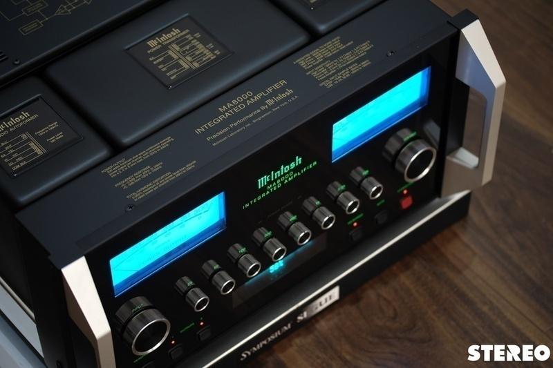 Ampli tích hợp McIntosh MA8000: Âm nhạc tưng bừng đầy hứng khởi