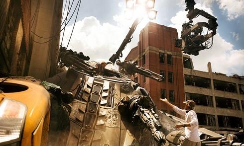 Michael Bay tiết lộ kĩ thuật quay 3D tốn kém 15 triệu đô trong Transformers