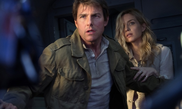 Tom Cruise đốt cháy mùa hè 2017 với màn chiến đấu với quái vật trong The Mummy
