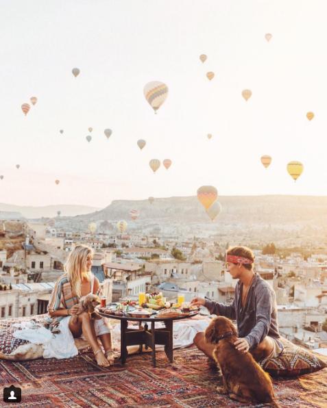 Học tập cặp blogger hot nhất nhì Instagram, kiếm 9000 đô cho một bức ảnh