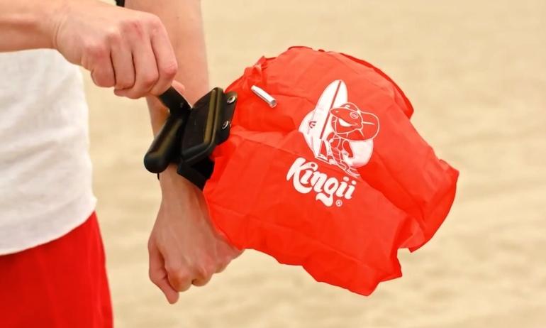 Mùa hè đi bơi an toàn với phao cứu hộ đeo tay