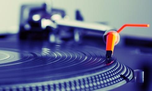 Doanh thu từ đĩa vinyl tiếp tục tăng trưởng 66% trong năm qua