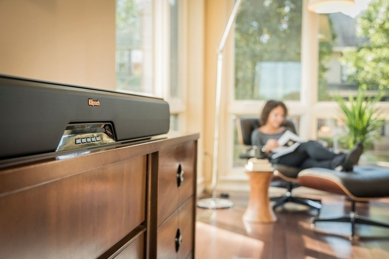 Klipsch RSB-14: hệ thống loa soundbar không dây mạnh mẽ cho phòng phim gia đình