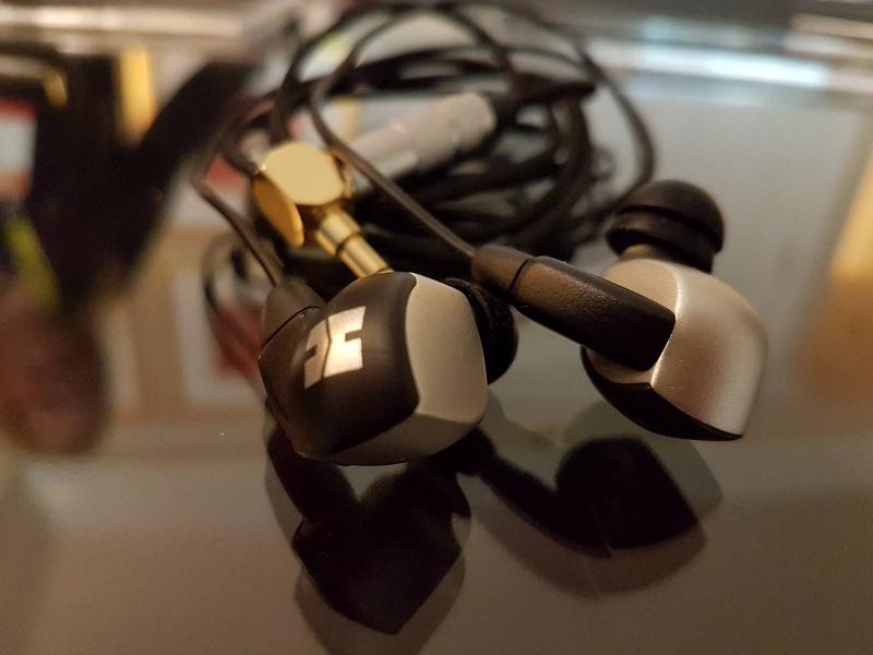 HiFiMan bán ra bộ đôi tai nghe in-ear dòng tham chiếu RE2000 và RE800