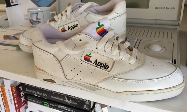 Đôi giày Apple 30 năm tuổi có giá khởi điểm… 330 triệu đô thôi
