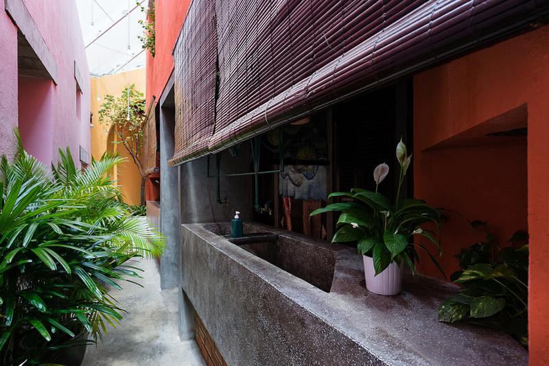 Một góc đường phố Hy Lạp chìm trong Hẻm Quán Sài Gòn