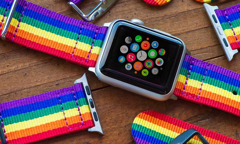 Cộng đồng LGBTQ được tiếp thêm sức mạnh bằng dây đeo lục sắc của Apple Watch.