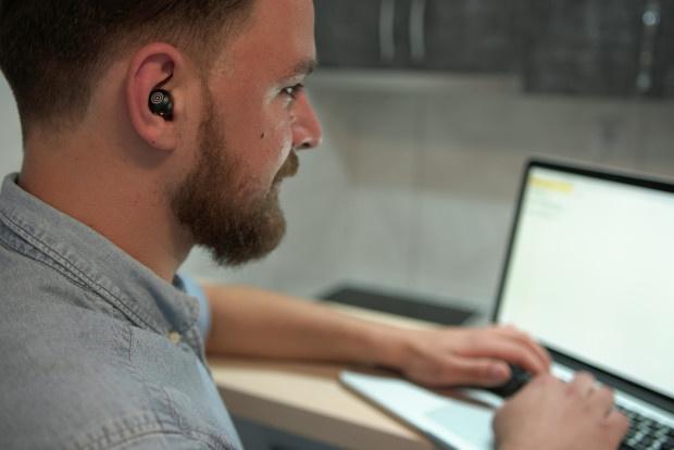 HYPNOS: Tai nghe hỗ trợ giấc ngủ và khả năng tập trung