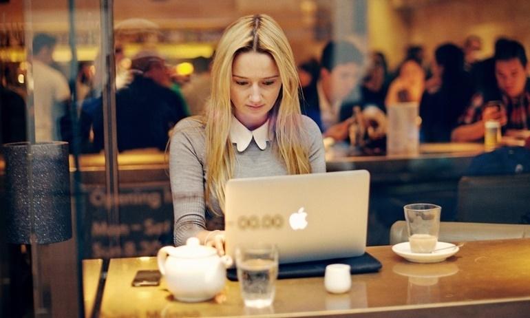 Người Nhật chứng minh: năng suất tăng vùn vụt nhờ làm việc ở… quán cafe.