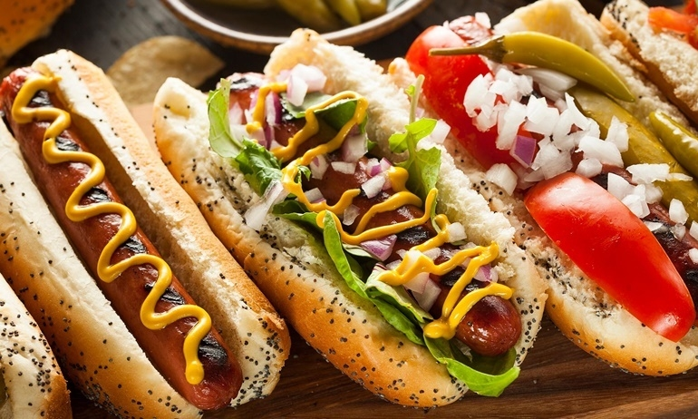 """Rõ ràng là bánh mỳ kẹp xúc xích mà lại tên """"hot dog"""", vì sao vậy?"""