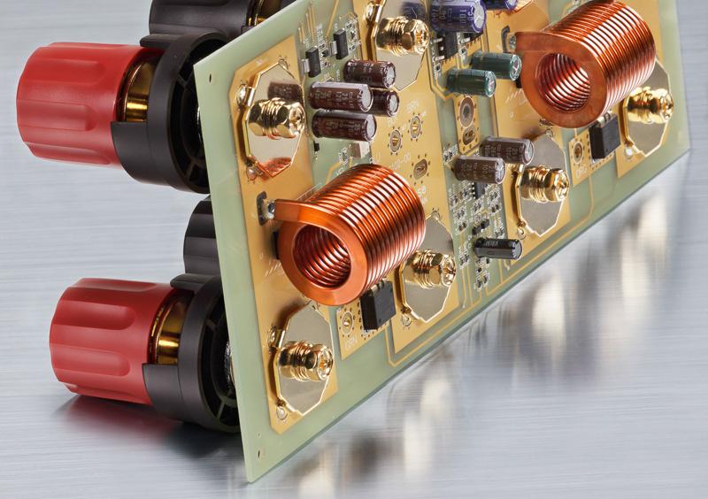Ampli công suất P7300: kết hợp giữa sức mạnh và sự quyến rũ