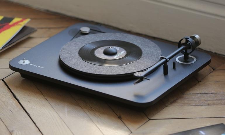 Elipson ra mắt mâm đĩa than đầu bảng Omega Carbon Black