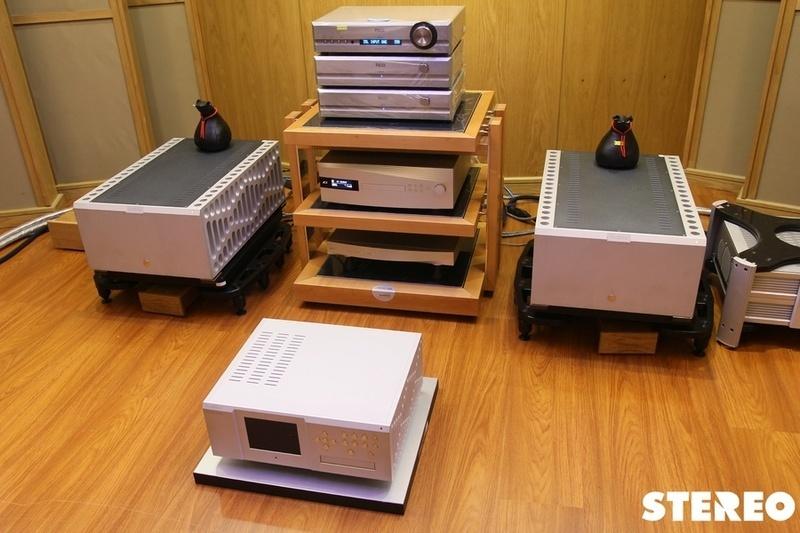 Chiêm ngưỡng hệ thống âm thanh đẳng cấp với loa Wilson Alexx và ampli Boulder 2050 Monoblock