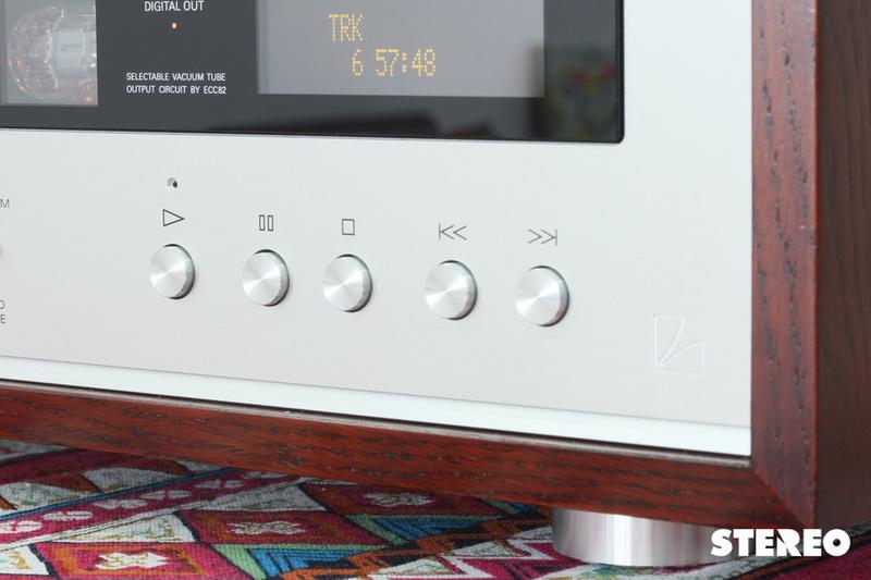 Đầu CD Luxman D-380: Khẳng định những giá trị bất biến của đĩa CD