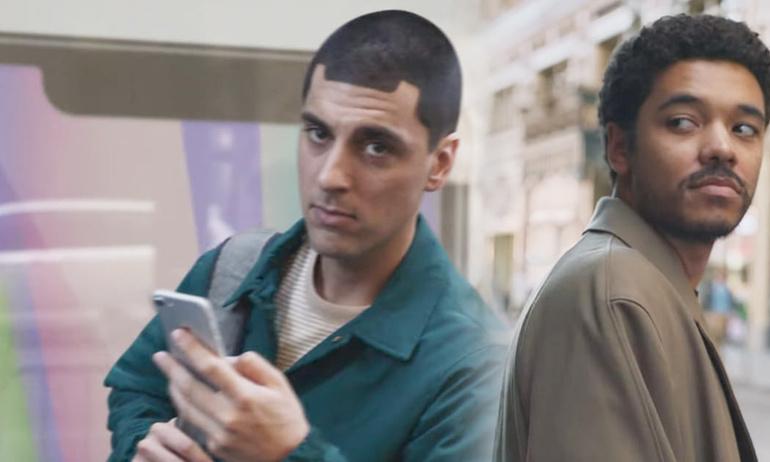 """Samsung công khai """"đá đểu"""" người mua iPhone X trong quảng cáo mới của mình"""
