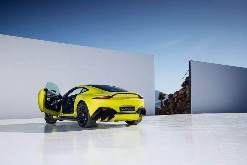 Aston Martin ra mắt phiên bản 2018 của dòng xe Vantage