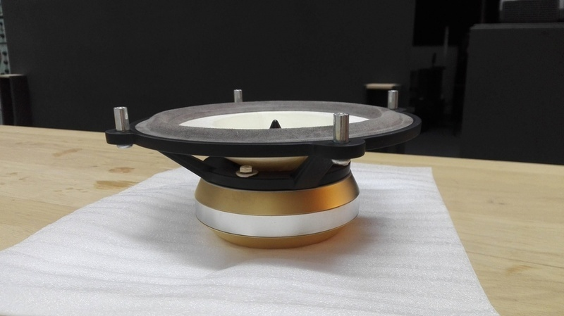 Voxativ giới thiệu củ loa toàn dải thượng hạng AC-4Ф có giá gần 25 nghìn USD