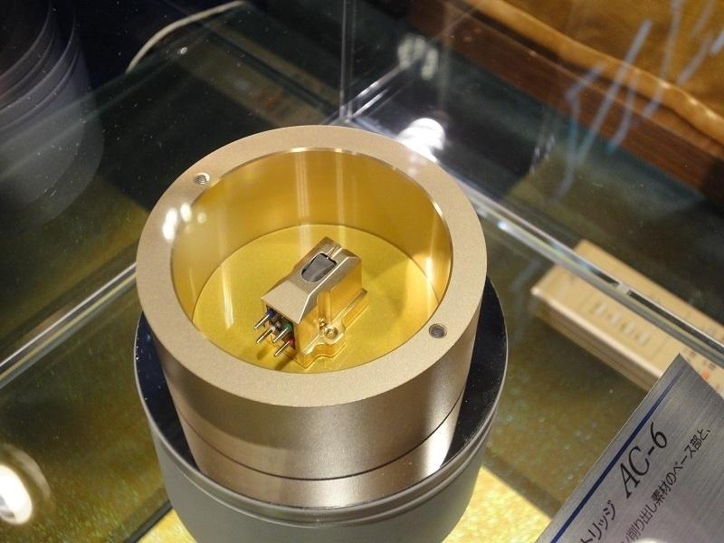 Accuphase ra mắt AC-6: Phiên bản tiếp theo của đầu kim phono 39 tuổi
