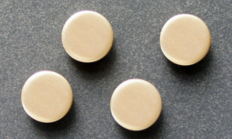 Chip vàng cộng hưởng ReQST RC-GL: Chiếc cúc áo thần kỳ