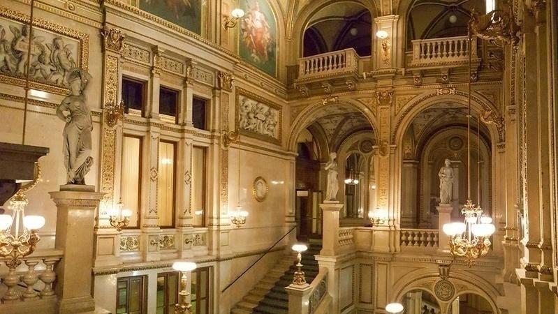 Tham quan nhà hát huyền thoại Vienna State Opera House