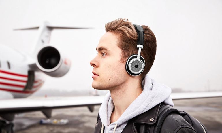 Master & Dynamic ra mắt tai nghe có thể chuyển đổi giữa dạng on-ear và over-ear