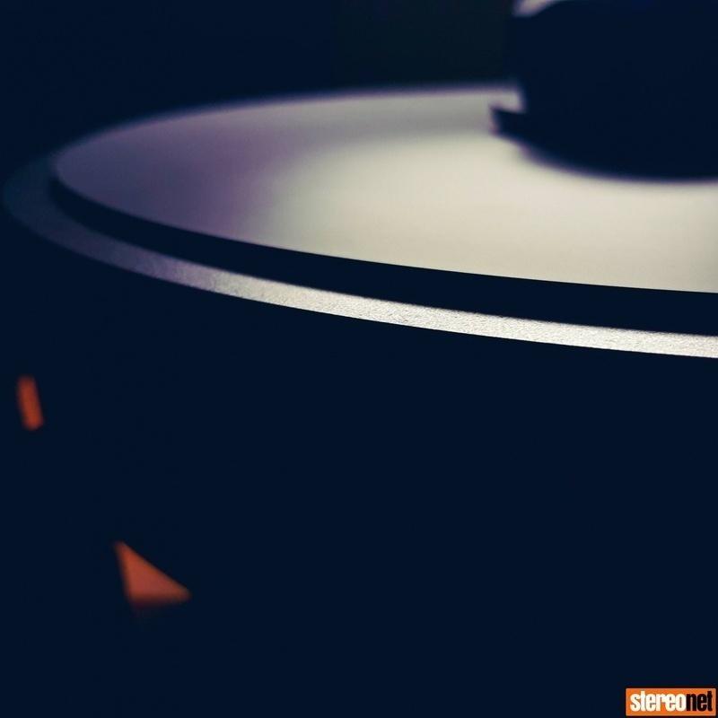 AVID giới thiệu mâm đĩa than cao cấp Acutus DARK