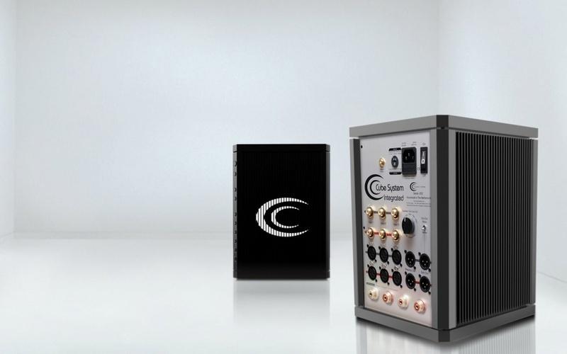Crystal Cable giới thiệu ampli tích hợp CCI với thiết kế lạ mắt