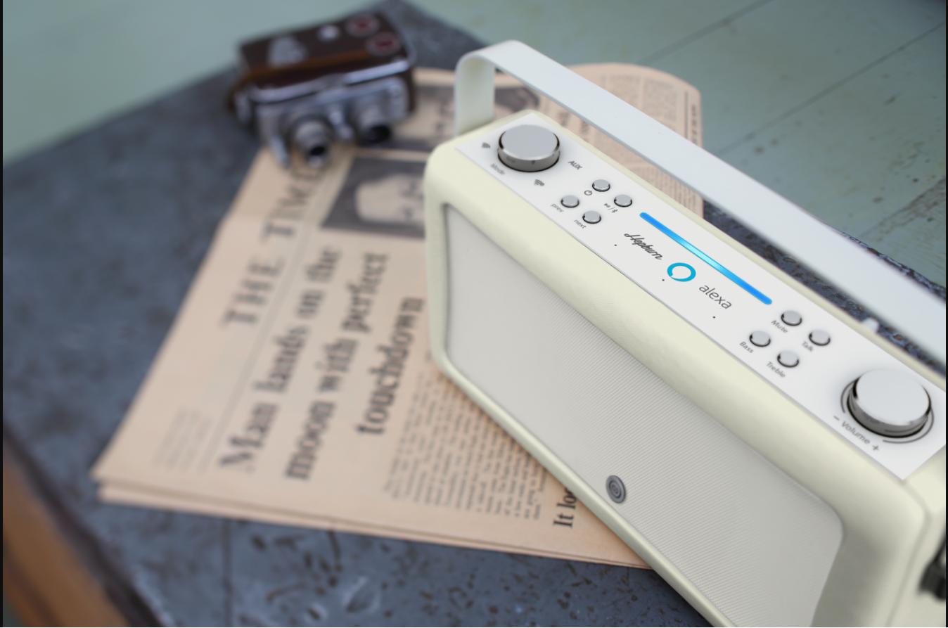 VQ ra mắt Hepburn Alexa: Sự kết hợp thú vị giữa phong cách hoài cổ và công nghệ hiện đại