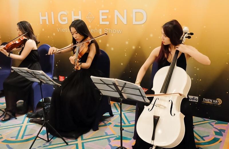 Vietnam Hi-end Show 2018 Tp HCM: Đắm mình trong không gian âm nhạc từ những dàn máy triệu đô và thưởng thức miễn phí beer tươi Platinum