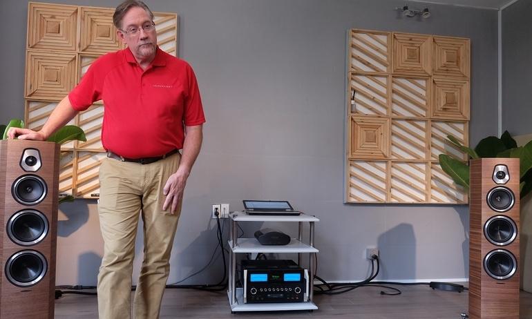 Chuyên gia Transparent demo thiết bị cách ly chống nhiễu XL PowerIsolator cho dàn máy nghe nhạc