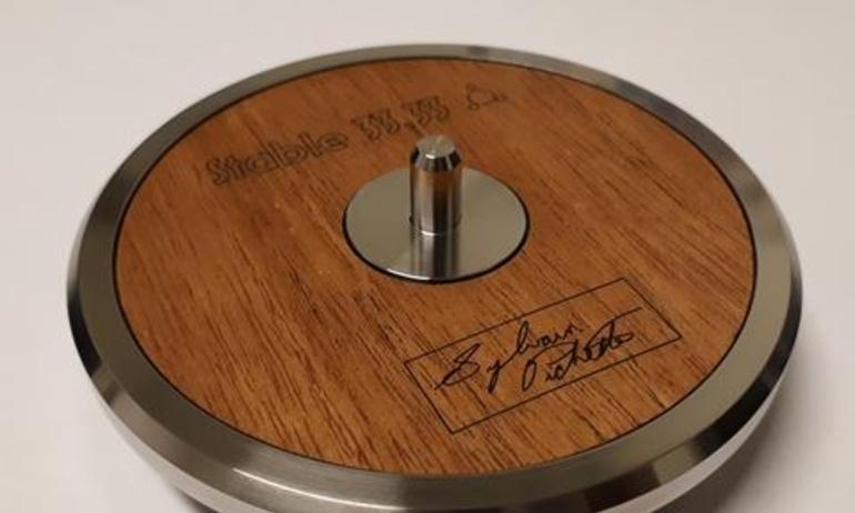 Stable 33.33 Transit Platter: Miếng kê chuyên dụng dành cho đĩa than