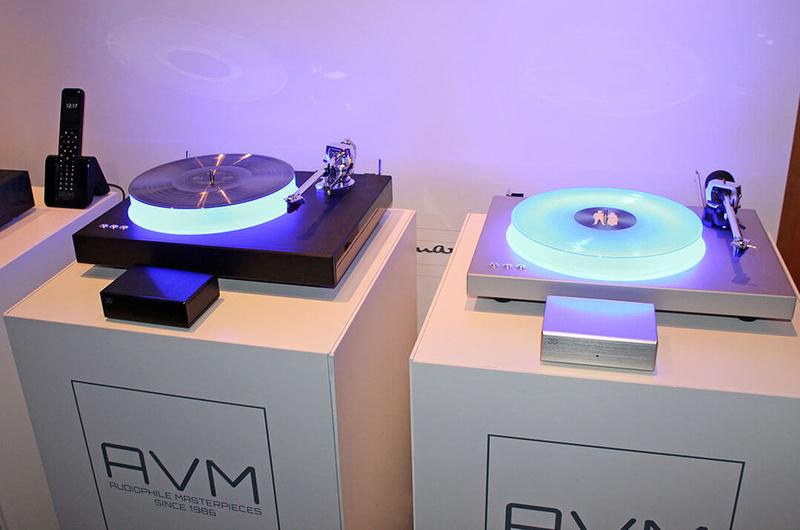 AVM phát hành mâm đĩa phát sáng Rotation R 5.3