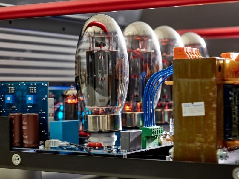 Copland trình làng ampli đèn tích hợp CTA408