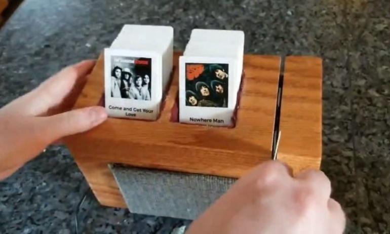 Chỉ với Raspberry Pi và thẻ từ, anh chàng này đã tạo ra một chiếc hộp nhạc hết sức độc đáo