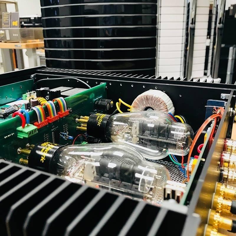 Western Electric trình làng ampli đèn tích hợp WE 91E, chạy bóng 300B