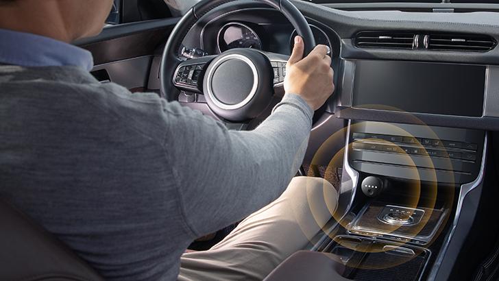 JBL ra mắt phụ kiện xe hơi thông minh Link Drive