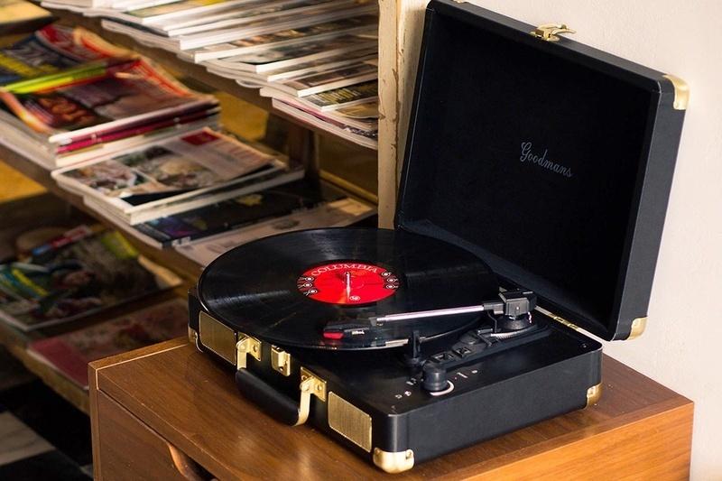 Goodmans Ealing: Chiếc mâm đĩa than đội lốt vali