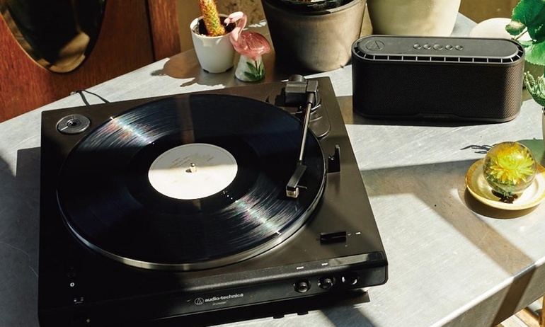 Audio Technica ra mắt bộ đôi mâm đĩa than AT-LP60X và AT-LP60XBT